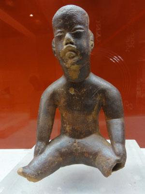"""Museo de Antropología Xalapa, estos """"cara de niño"""" casi siempre están desnudos, sentados o hasta gateando..."""