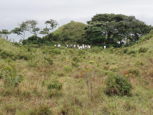 Laguna de los Cerros, uno de los más grandes sistemas urbanos de los olmecas. Ceremonia en la Pirámide del Sol.