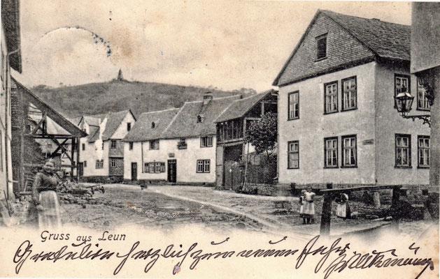 Um 1900 - Noch führt nur ein Steg über den Leuner Bach am Kreuz