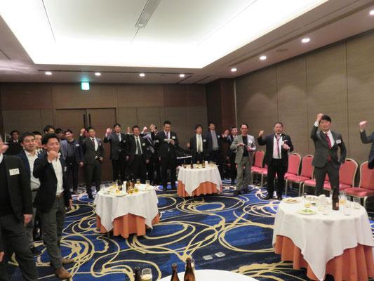 小山健介(H16卒)指揮の下、参加者全員で都の西北