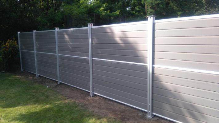 WPC Zaun Elemente mit Aluminiumpfosten in Hannover: Wir bauen Ihren Zaun in Hannover, Burgwedel, Isernhagen; GreenFairway e.K.