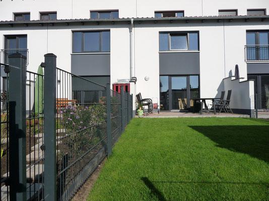 Zaun und Rollrasen am 03.09.2014 gebaut/verlegt ... Datum der Aufnahme: 23.09.2014, GreenFairway e.K.