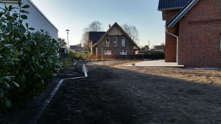 Rasenfläche: Vorbereiten und Anlegen von Rasen; Rasenkantensteine, GreenFairway e.K.