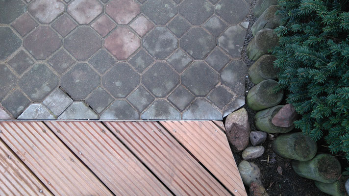 Terrassenbau Hannover, Burgwedel, Isernhagen: Kombination aus Bangkirai Terrassenbohlen und Pflaster, GreenFairway e.K.