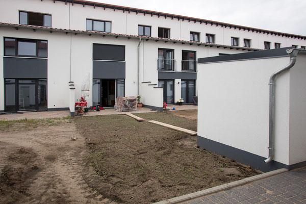 Rollrasen verlegen: Neubrache vor den Beginn unserer Arbeiten, GreenFairway e.K.