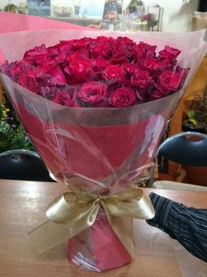 赤バラ50本の御祝い花束