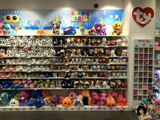 8fa0a32e3d0 Beanie Boo stand aquarium Barcelona Spain