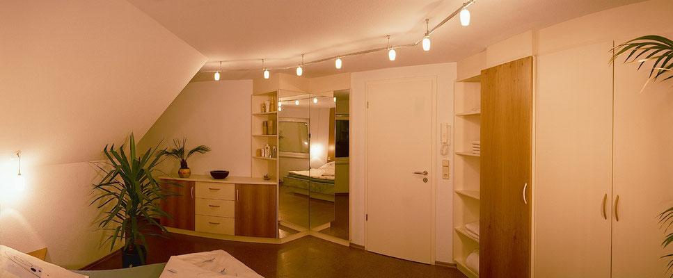 Schlafzimmer in Erle und weißlack