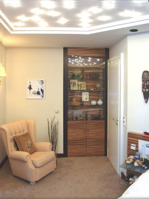 integrierte Vitrine im Schlafzimmer