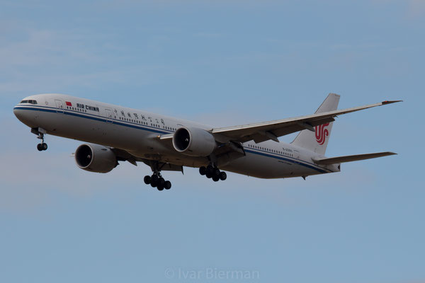 Air China Boeing 777-300 B-2085