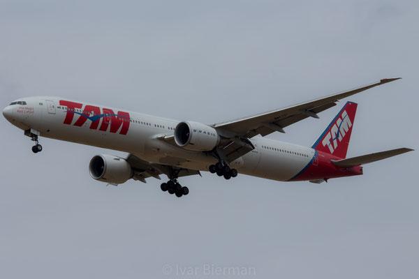 TAM Boeing 777-300 PT-MUF