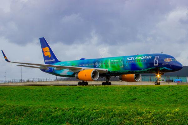 Icelandair, Boeing 757-200, Hekla Aurora livery