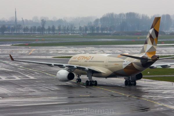 Etihad Airways Airbus A330-300