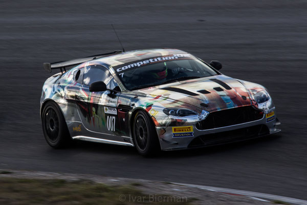 Street Art Racing, Aston Martin Vantage GT4, drivers: Damien Dupont and Jérôme Demay