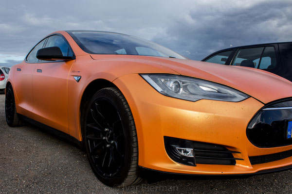 Tesla Model S, Orange wrap