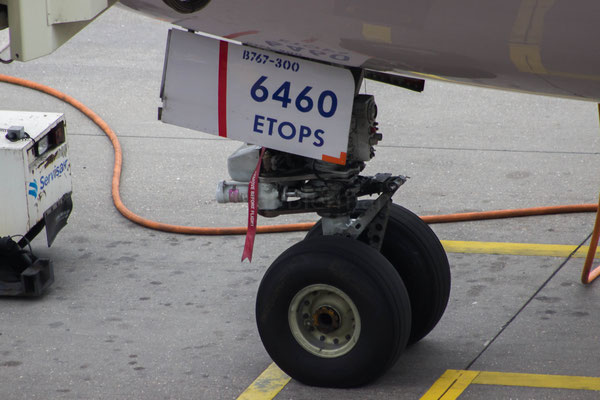 Delta Boeing 767 nose wheel