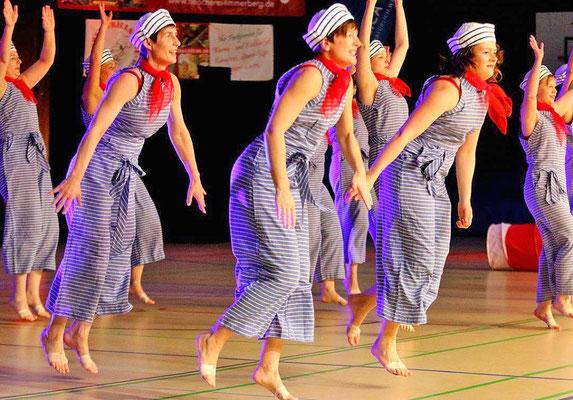 """Und ab geht die wilde Fahrt:Die Tanzgruppe Dance Reflex vom MTV ist flott unterwegs zu """"Schiff Ahoi"""". Foto: Egon Bieber"""