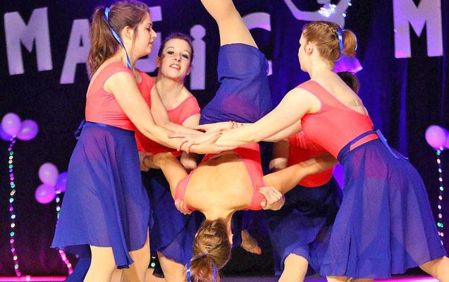 Schwungvoll: Die MTV-Tanzgruppe Modern Rouge. Foto: Egon Bieber