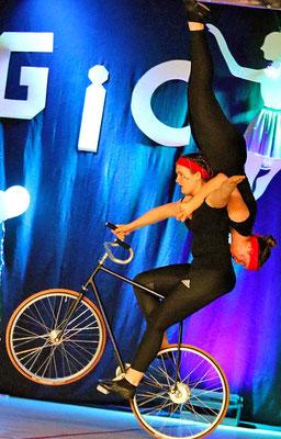 Akrobatik auf dem Fahrrad: Sportler vom RSV Wittekind Herford. Foto: Egon Bieber