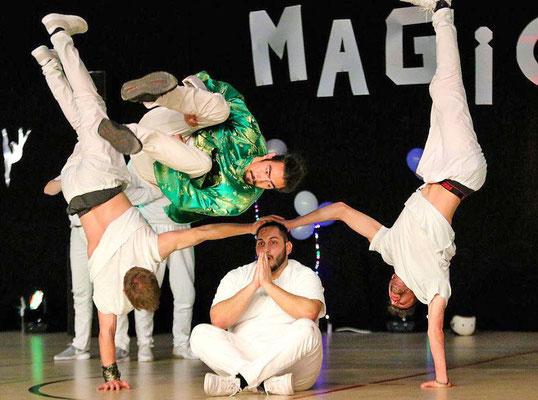 """Die Weltmeister begeistern das Publikum: Die Tänzer der """"The Last Action Heroes"""" bieten eine faszinierende Breakdance-Show. Foto: Egon Bieber"""