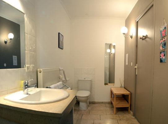 Salle de douche accès handicapé