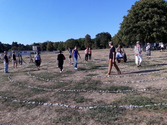 Labyrinthdurchgang bei Movement und Meditation mit Franca Schuller