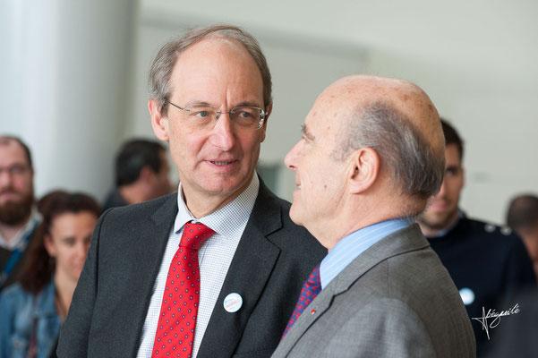Alain Juppé et le directeur de l'aéroport de Mérignac