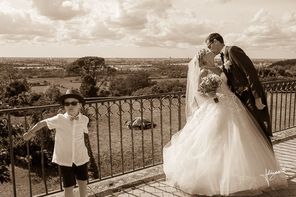 baisé des jeune mariés