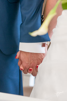 main enlacées