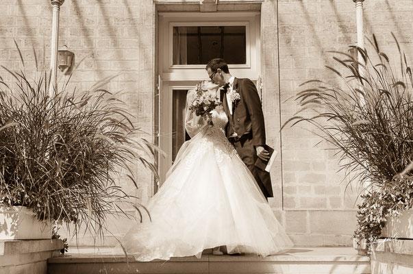sortie de la mairie des mariés