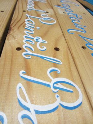 handgeschilderde houten borden met typografie / hand painted signage with typography