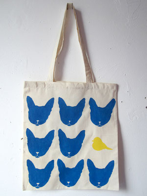 handgeschilderde tas katten en vogel / hand painted tote bag cats with bird
