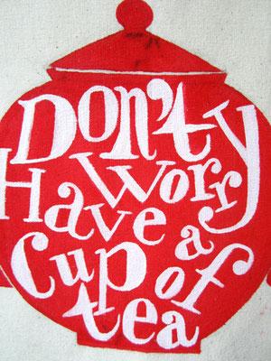 theepot met typografie / teapot with typography
