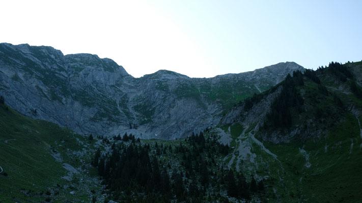 Der Aufstieg am Morgen findet komplett im Schatten statt