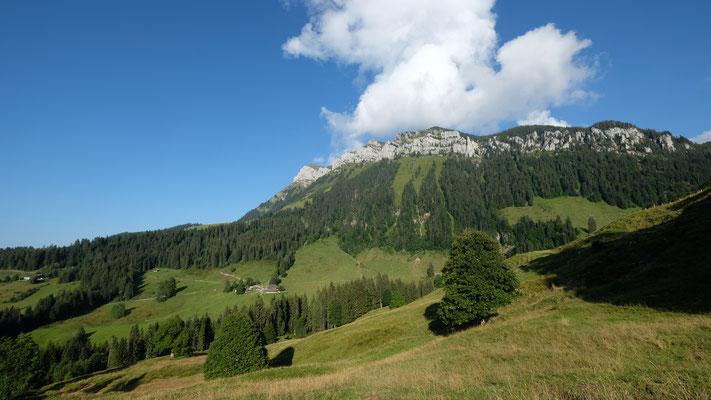 Der schwierigste Teil des Abstiegs ist geschafft. Im Blick das Trogenhorn.