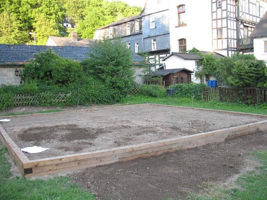 Das Beet ist zum bepflanzen vorbereitet.