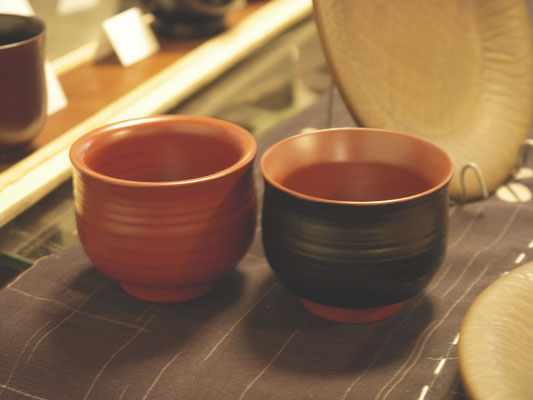 鎌倉彫 ぐい呑み 朱と黒|鎌倉漆工房いいざさ