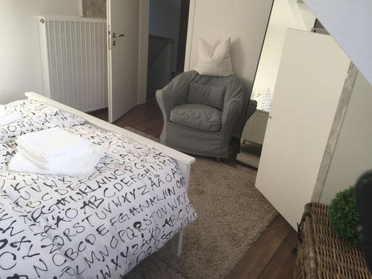 Sitzplatz im kleinen Doppelzimmer