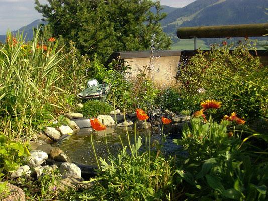 Kleiner Teich mit Springbrunnen