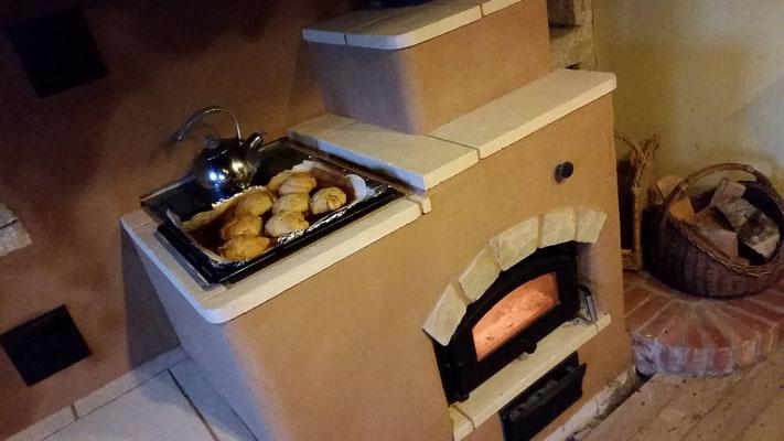 Cuisson sur plaque en fonte de la cuisinière de masse / Morbier / Jura