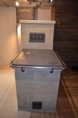 Cuisinière de masse habillée en pierre de taille  / Thorrens-Glières / 74