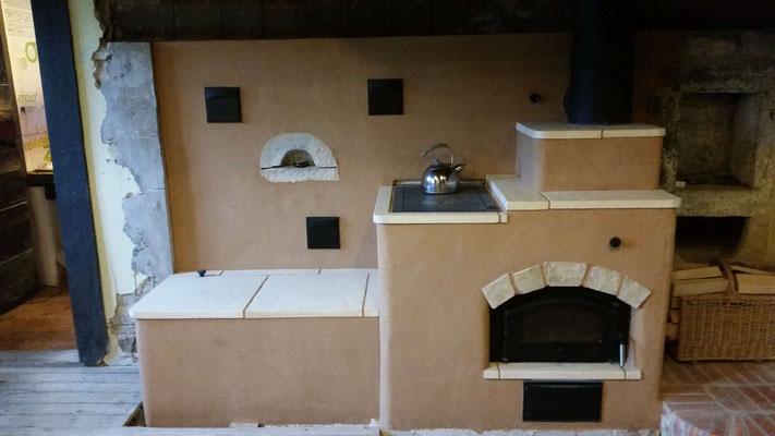 Cuisinière de masse avec mur accumulateur / Morbier / Haut Jura