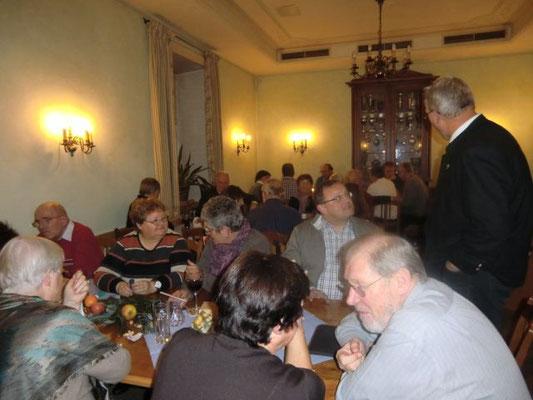 Fast voll besetzt war das Nebenzimmer im Wirtshaus Bayerischer Löwe