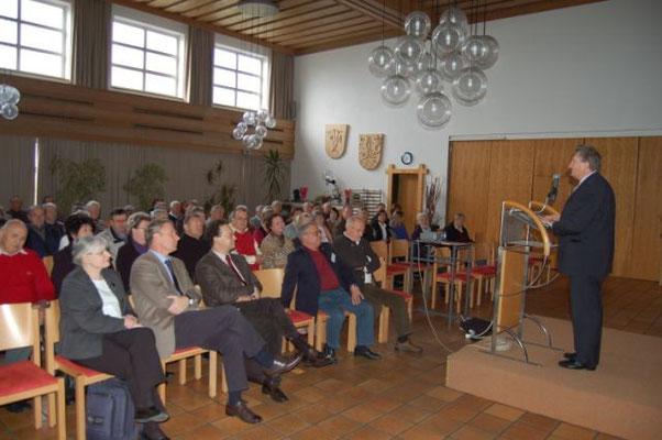 Schirmherr Landrat Franz Meyer eröffnete das Patienten und Angehörigenforum mit einer beeindruckenden Ansprache.