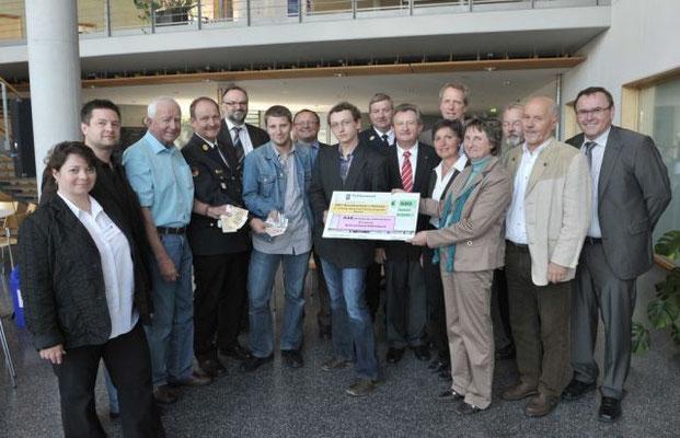 Bei der Eröffnungsveranstaltung mit den Schirmherrn und Ehrengästen wurden auch die ersten Geldspenden an die AKB übergeben.