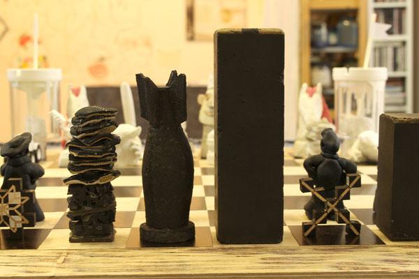 Separate Together, Schachspiel, Ausstellungsansicht