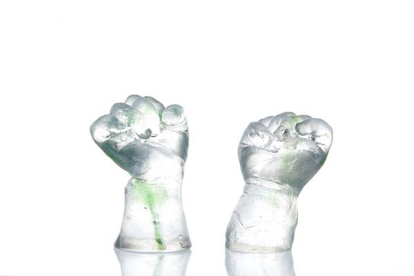 Abdrücke der Babyhände aus Glas