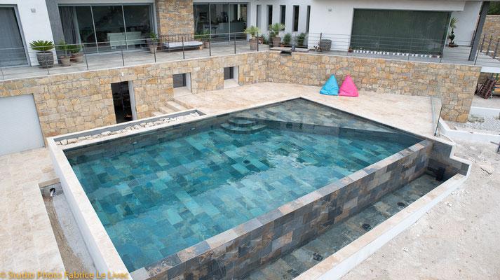 photo immobilière d'une piscine à Ceyrest