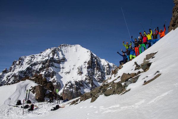 Super Gruppe! Im Hintergrund der Kacker Dagi (Foto Johannes Pardeller)