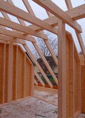 Dachsanierung mit neuen Bauteilen im Holzrahmenbau